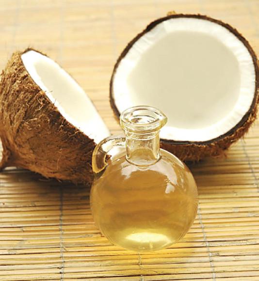 Além de benefícios à pele e cabelos, o óleo de coco agora também faz bem aos dentes