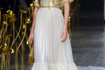 Desfile Zareena no Fashion Forward, em Dubai (Foto: Getty Images)