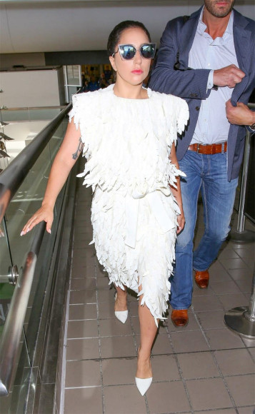 Lady Gaga veste modelo exclusivo de Lenny Niemeyer.