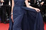 Inès de la Fressange e seu vestido de gala azul marinho no Festival de Cannes 2015