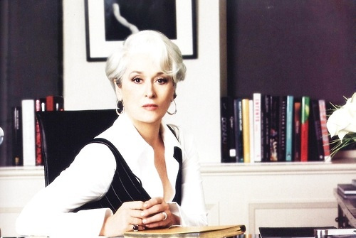 Miranda Priestly, do filme Diabo Veste Prada é uma das chefes mais famosas da televisão (Imagem: Pinterest)