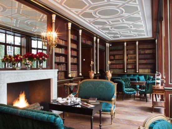 A biblioteca do La Reserve é um lugar delicioso para almoçar e relaxar. (Imagem: Divulgação)