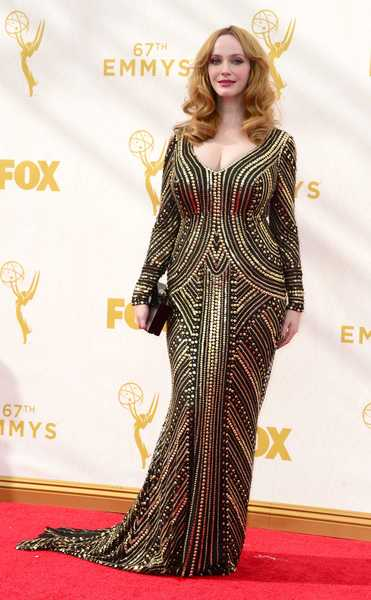 epa04941840 Christina Hendricks arrives for the 67th annual Primetime Emmy Awards held at the Microsoft Theater in Los Angeles, California, USA, 20 September 2015. The Primetime Emmy Awards celebrate excellence in national primetime television programming.  EPA/PAUL BUCK