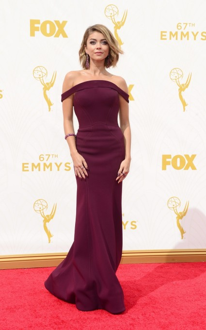 epa04941509 Sarah Hyland arrives for the 67th annual Primetime Emmy Awards held at the Microsoft Theater in Los Angeles, California, USA, 20 September 2015. The Primetime Emmy Awards celebrate excellence in national primetime television programming.  EPA/PAUL BUCK