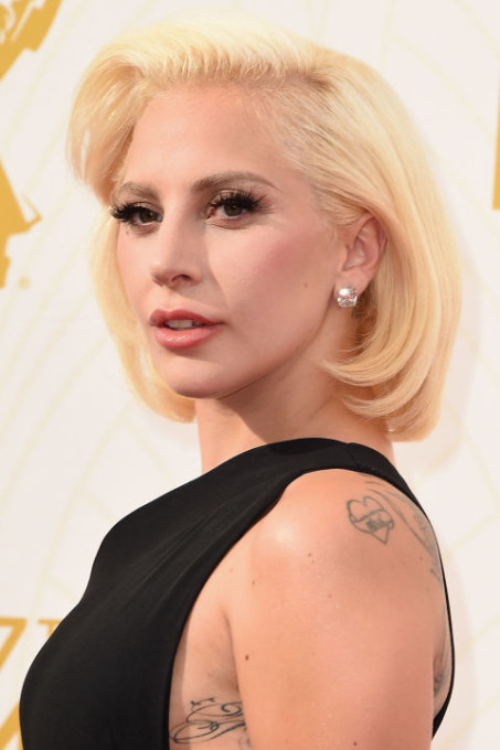 elle-emmy-beauty-gaga