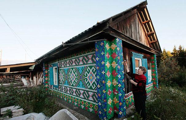 pet-acabamento em mosaico com tampas plastic-bottles-recycling-ideas-29