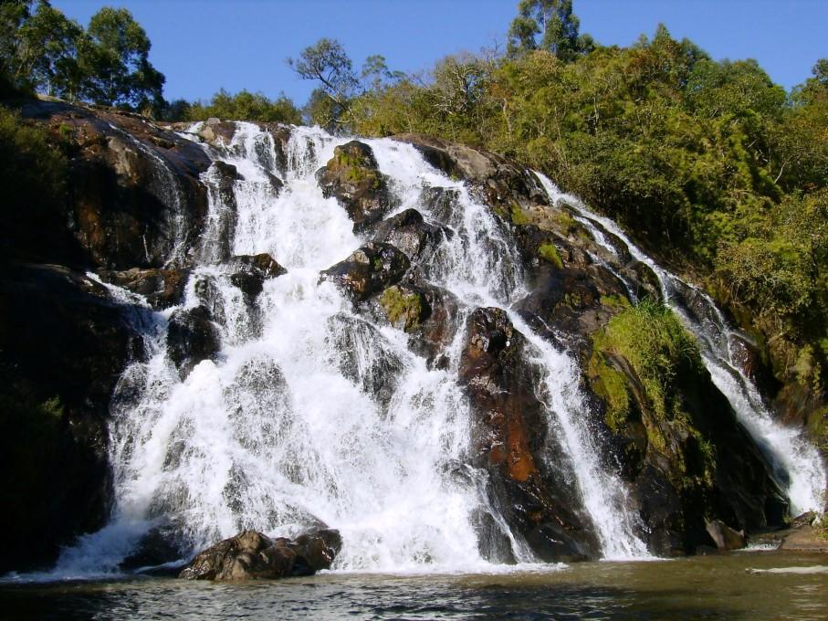 Visite cachoeiras incríveis em Bueno Brandão