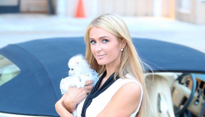 Paris Hilton é uma das adeptas da máscara íntima