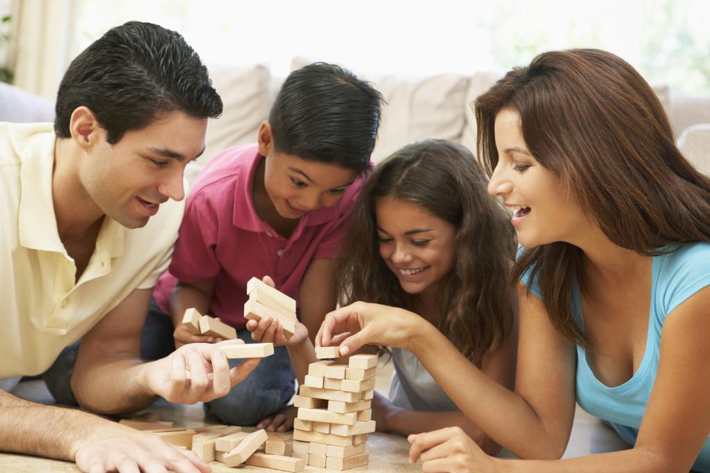 pais-e-filhos-brincando