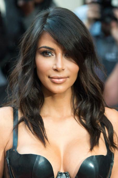 1107864_MYSQTGK7HIMJCPX1FRTB4JHZDRY4GL_cortes-de-cabelo-2015-kim-kardashian-london-england_H140720_L