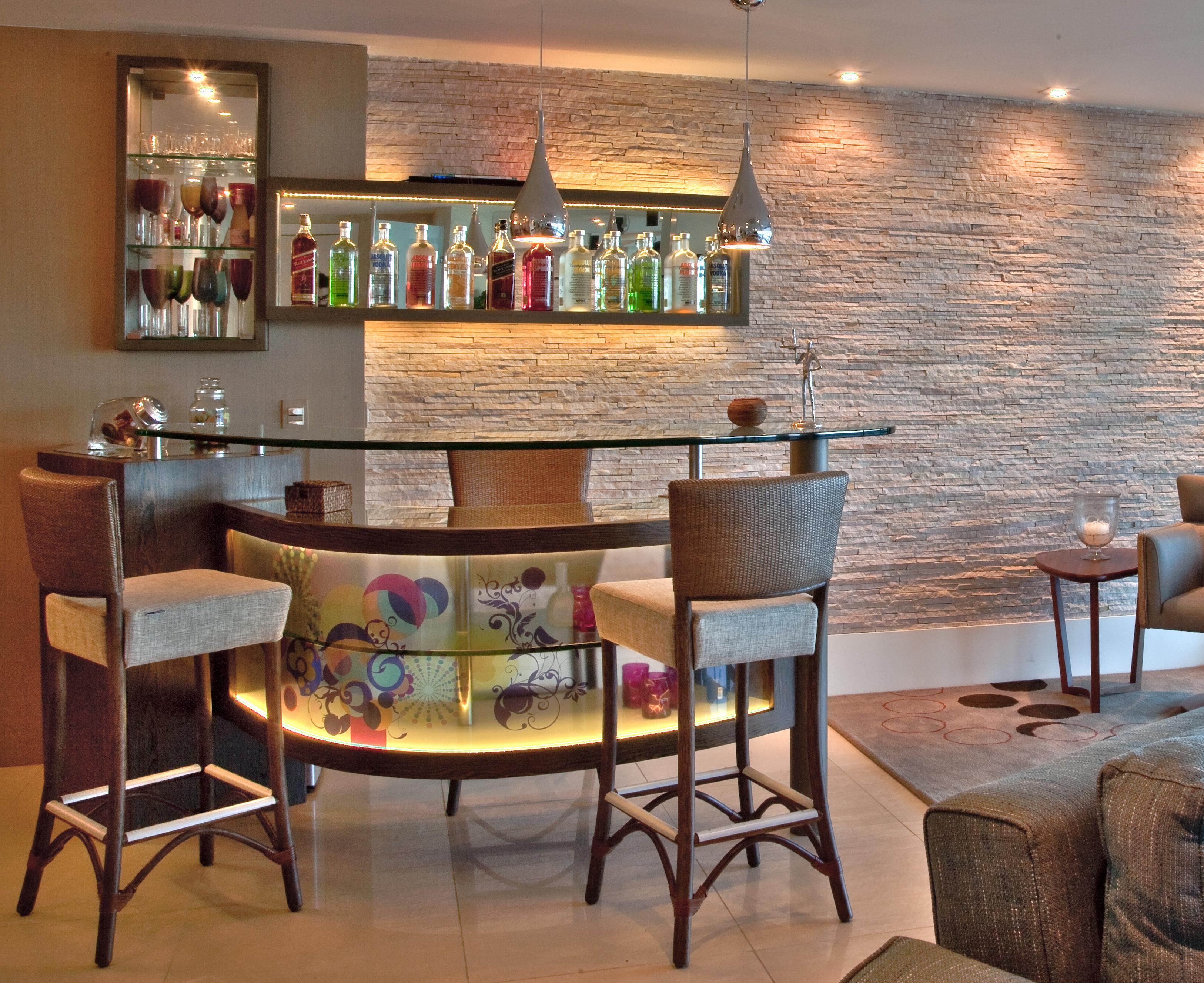#A46B27 Como montar um bar charmoso em casa Fabiana Scaranzi 3252x2654 píxeis em Bar Para Sala De Estar Moderno