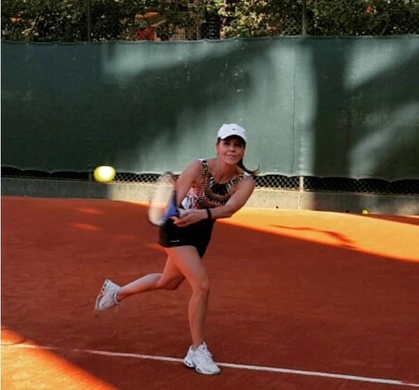 Tênis é um dos meus esportes preferidos. Diversão e saúde juntos!