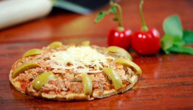Pizza integral de atum pra fechar bem a semana!