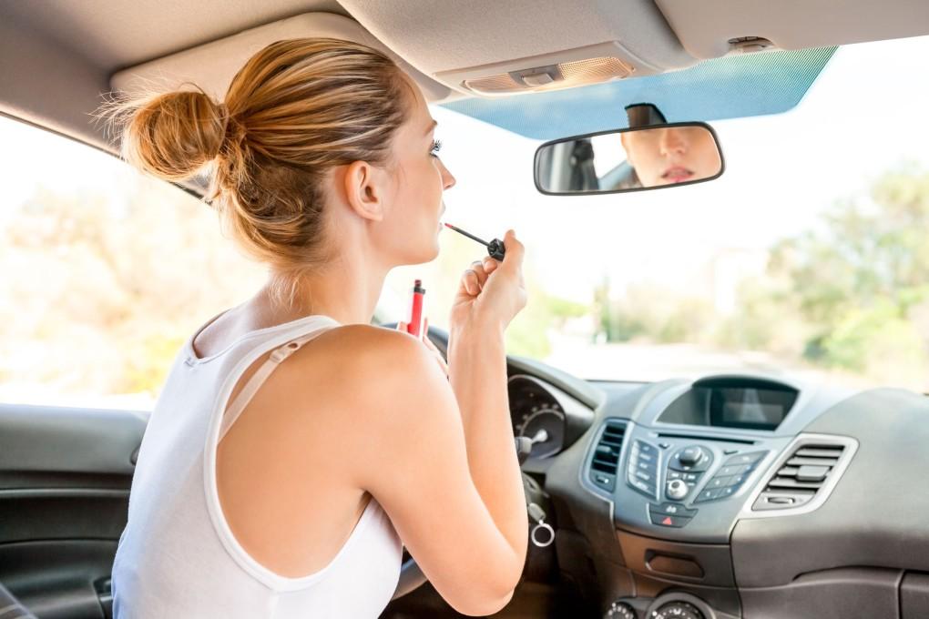 maquiagem-no-carro