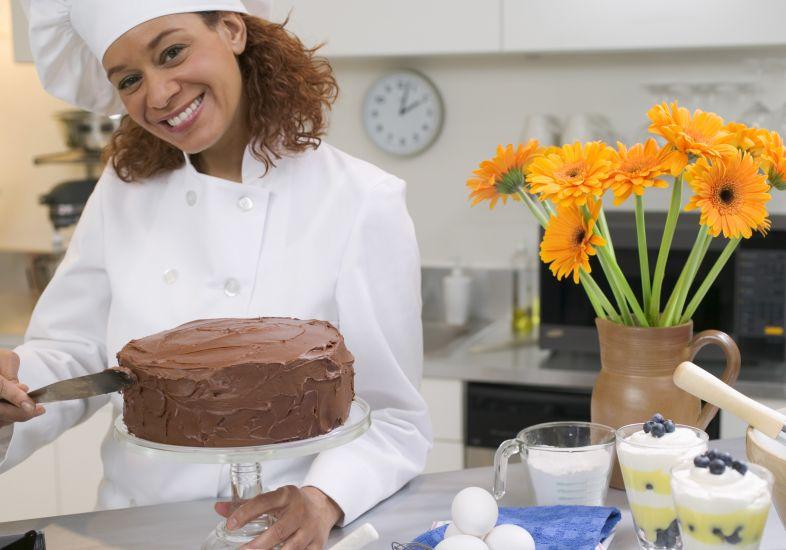 moca-cozinhando-bolo