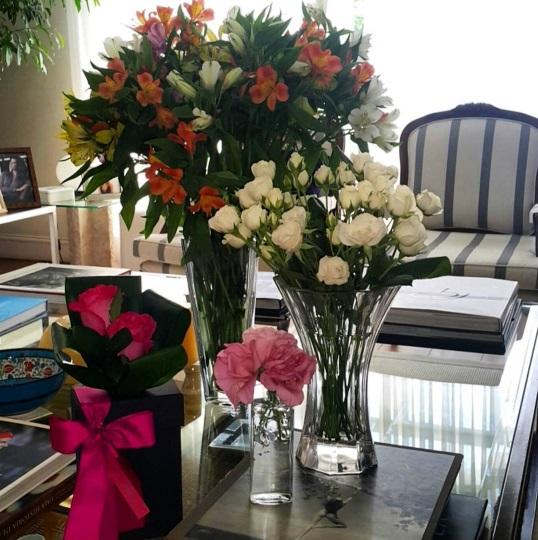 Adoro quando minha casa fica assim, cheia de flores e cheia de vida!