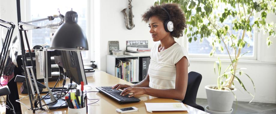 ouvir-musica-no-trabalho