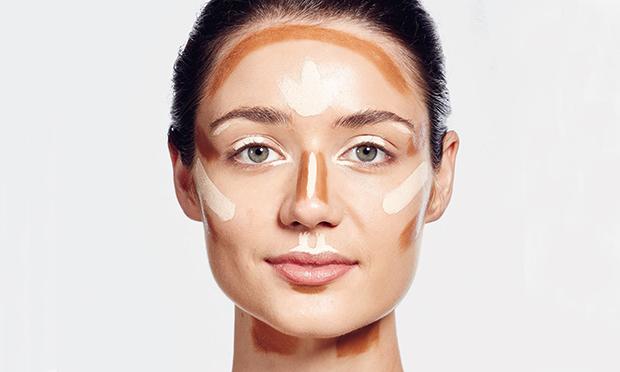 Sugestões de onde aplicar o bronzer (marrom) e o iluminador (branco) para deixar a pele mais bonita e com ar saudável e natural