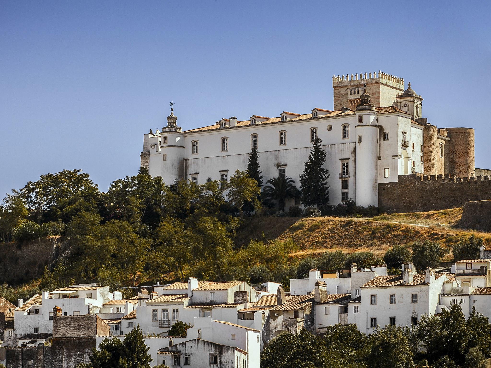 estremoz-castle-alentejo-portugal