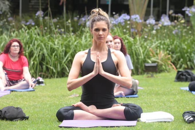 bem-estar - yoga foto de dentro