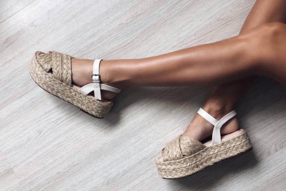 moda - sandálias verão foto de destaque