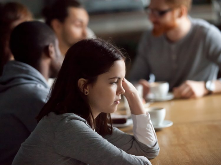 comunicação - pessoa introvertida foto de dentro