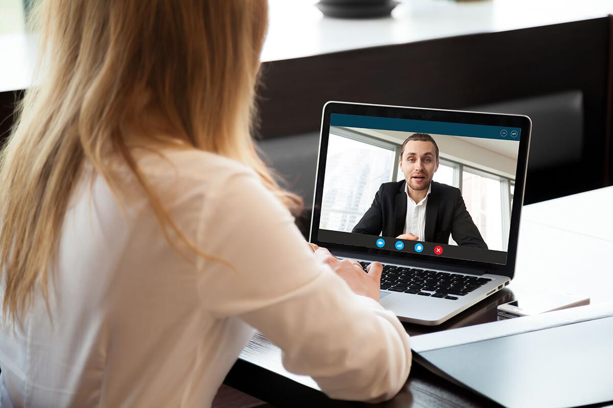 trabalho - reunião virtual foto de destaque