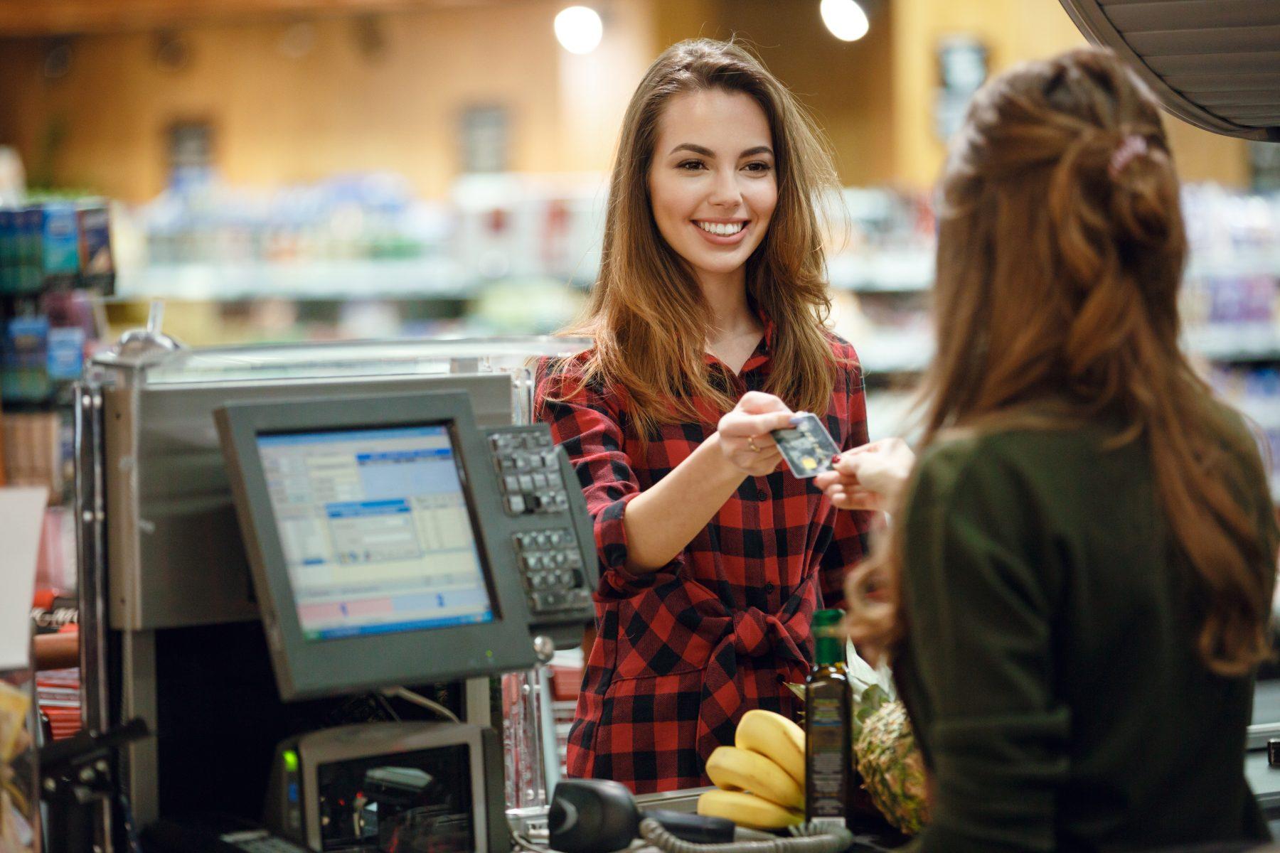 dinheiro - economizar supermercado foto de destaque